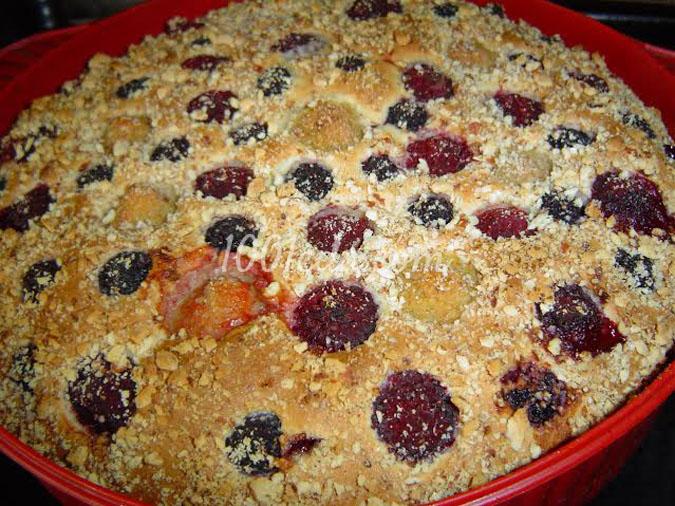 Ягодный пирог с орехами