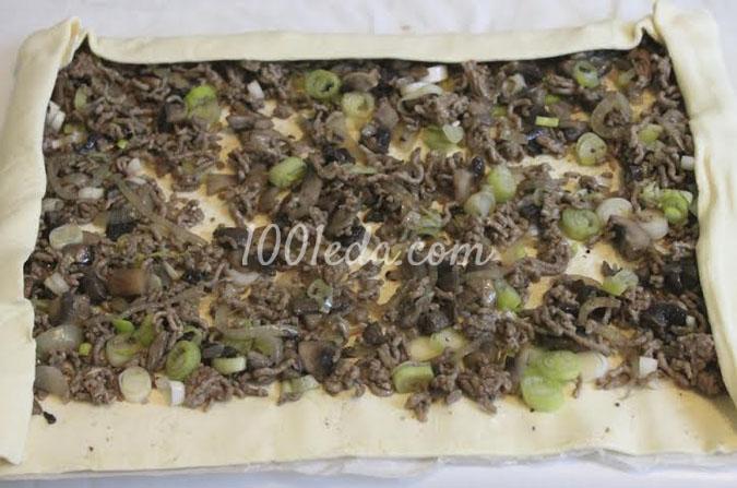 Рулетики с грибами и фаршем в слоеном тесте