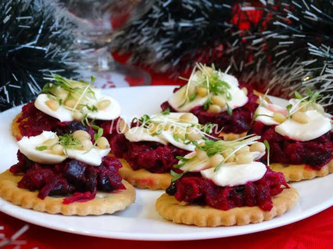 Свекольная закуска с черносливом и кедровыми орешками: рецепт с пошаговым фото