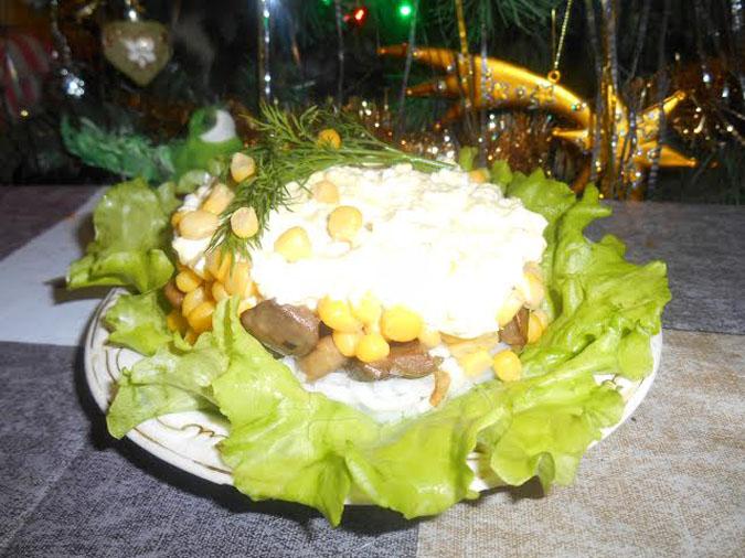 Праздничный салат с шампиньонами