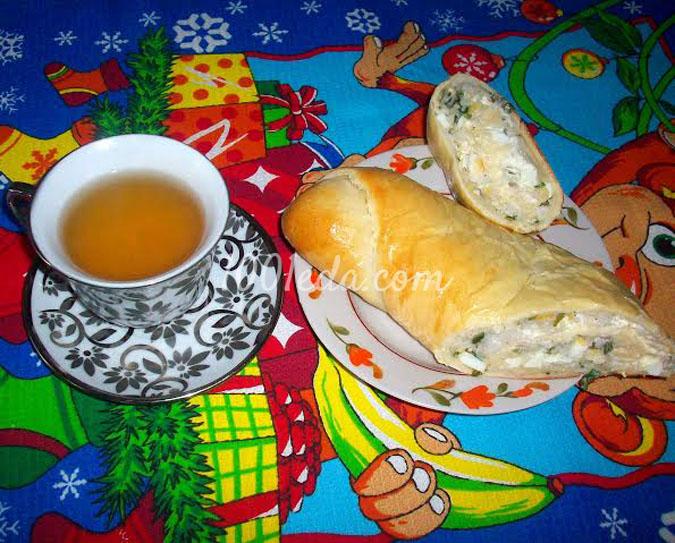 Рулет с рисом, яйцами и зеленым луком