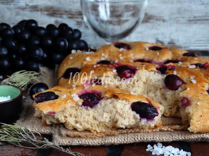 Цельнозерновая фокачча с виноградом и розмарином: рецепт с пошаговым фото