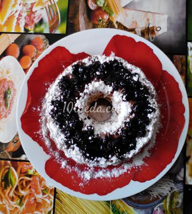 Кекс с вареньем из черной малины