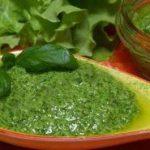 Соус из растительного масла и зелени.