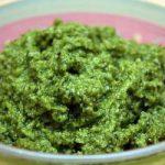 Салатная заправка с зеленью и луком.