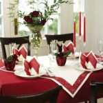 Фото сервировки стола салфетками: бордо