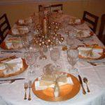 Фото сервировки стола к обеду: оранжевый