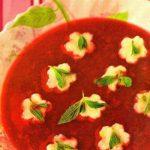 Суп малиновый для детей с манными клецками.