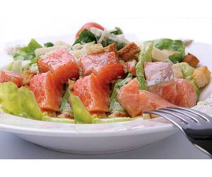 Рецепт салата цезарь с семгой