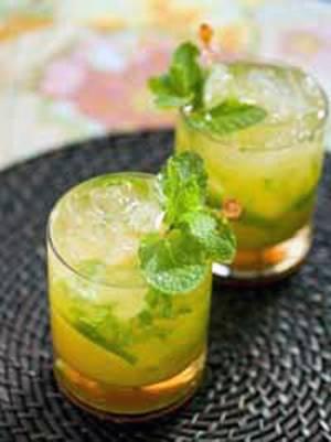 Приготовьте алкогольный коктейль мохито апельсиновый на вечеринку, и...