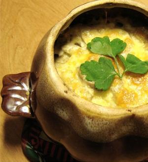 картофель с грибами под сырной корочкой