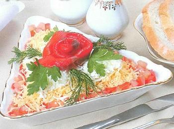 Простой рецепт салата с красной рыбы