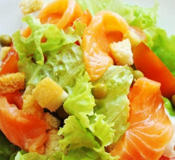Салат с красной рыбой.