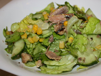 Салат с тунцом в масле рецепт пошагово