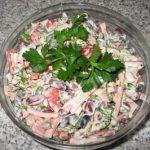 Салат с фасолью и ветчиной