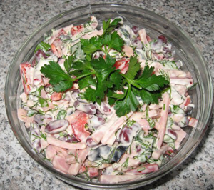 простой и сытный салат рецепт Простой салат с кукурузой консервированной - пошаговый.