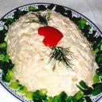 Слоеный салат с рыбой