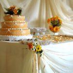 Украшение свабедного стола и свадебных тортов