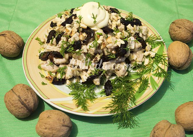 Салат из курицы с черносливом: рецепт с пошаговым фото