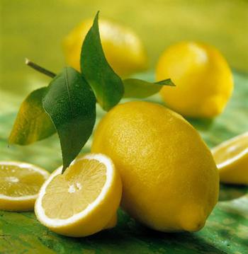 плоды и зелень лимона
