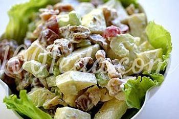 салат из зелени и орехов