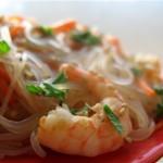 Пряные креветки с рисовой лапшой
