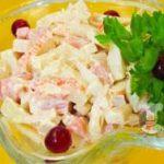 Быстрый салат из ветчины и морепродуктов