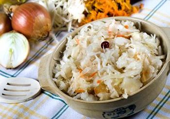 салат из маринованой капусты и горошка