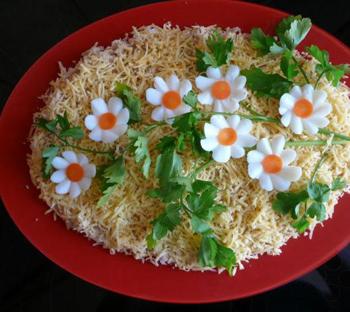 детский салат с ромашками