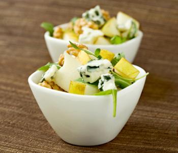 Вкусный салат с овощами и сыром