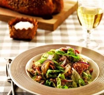 Салат из молодого картофеля с беконом