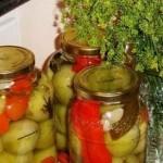 Соленые помидоры с овощами