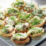 Грибные тарталетки с салатом из курятины