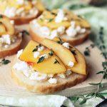 Нектариновые бутерброды с фетой