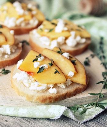 Рецепт нектариновых бутербродов с фетой