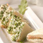 Сытный сэндвич с лососем и брынзой