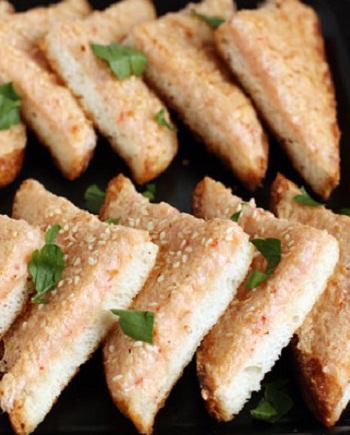 Рецепт тостов с креветочной пастой
