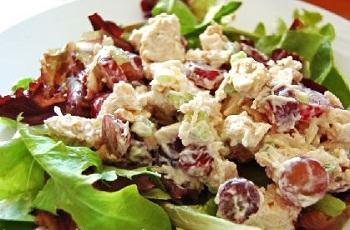 Салат из тунца с орехами и виноградом – кулинарный рецепт