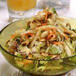 Салат из капусты с арахисом