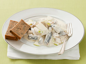 салат из сельди со сливочным соусом