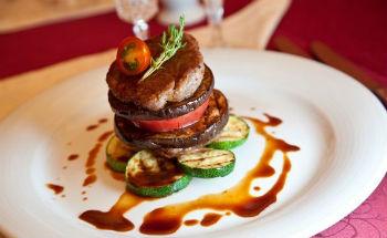Блюда с вялеными помидорами и мясом