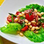 Салат с фасолью и вяленым мясом