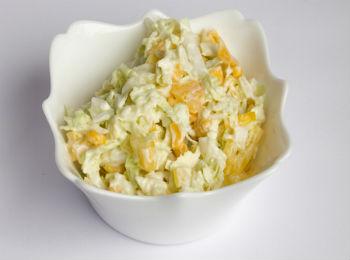 Печеночный салат с кукурузой – кулинарный рецепт