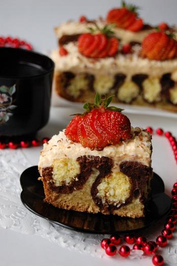 торт с кокосовыми шариками