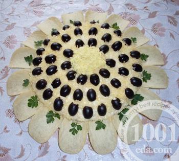 салат подсолнух с печенью и свежим огурцом х рецепт