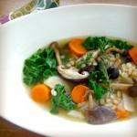Ячменный суп с грибами и мисо-пастой