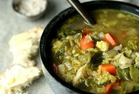 Пасхальный суп из перепелки и брюссельской капусты