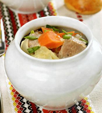 Свинина в горшочках с маринованными маслятами и крышечками из теста, пошаговый рецепт с фото