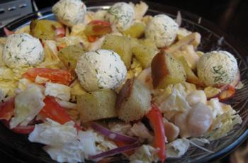 Рецепт салата с пекинской капустой и сухариками и курицей