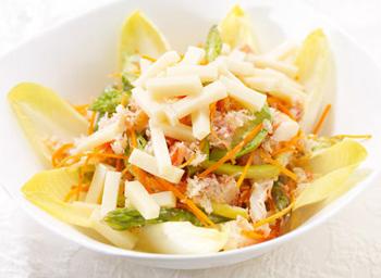 Салат с корейской морковью, сухариками и плавленым сырком